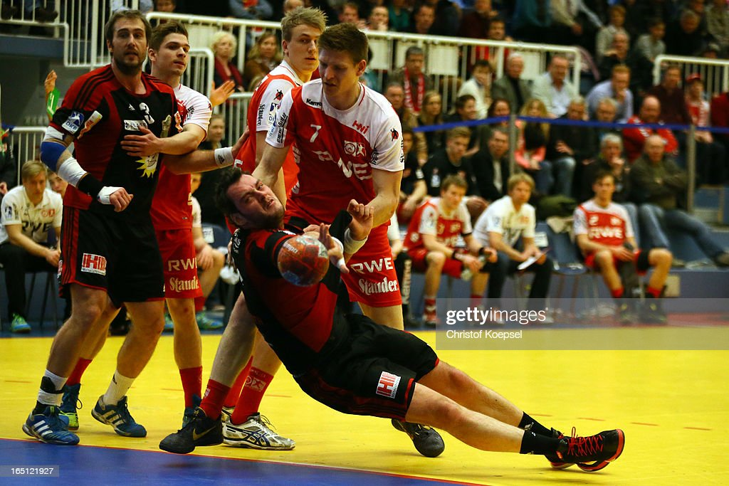 Toon Leenders of TUSE M Essen(R) defends against Jens Schoengarth of Tus N-Luebbecke (L) during the DKB Handball Bundesliga match between TUSEM Essen and Tus N-Luebbecke at the Sportpark Am Hallo on March 31, 2013 in Essen, Germany.