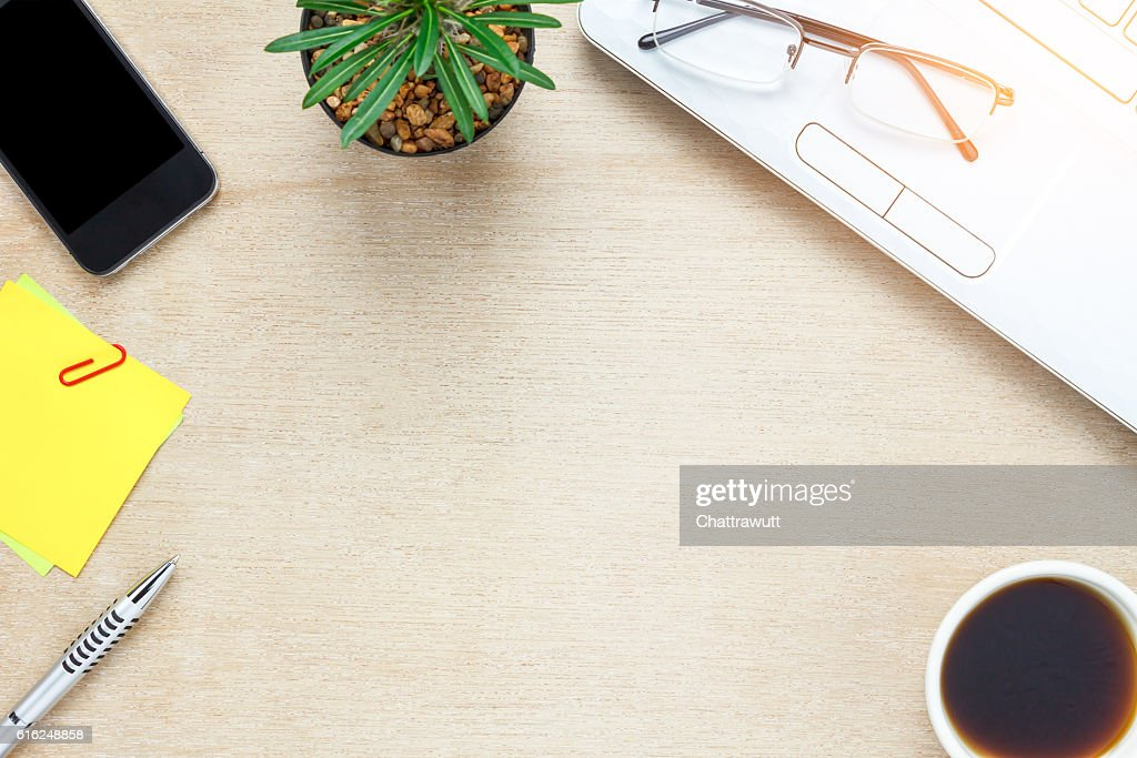 Top view accessories office desk the mobile phone, : Foto de stock