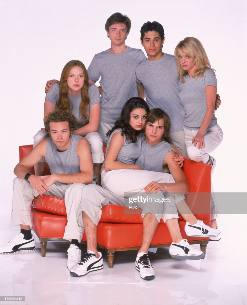 THAT '70S SHOW Topher Grace as Eric Wilmer Valderrama as Fez Lisa Robin Kelly as Laurie Ashton Kutcher as Kelso Mila Kunis as Jackie Danny Masterson...