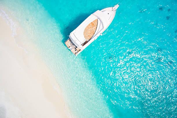 済んだ青い海