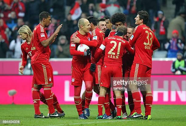 Tor durch Ribery Jubel mit Jérome Boateng Arjen Robben Philipp Lahm Kapitän Franck Ribéry und Mario Gomez 1 FußballBundesliga FC Bayern München vs...