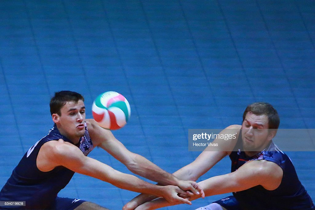 Torey Defalco and Gregory Petty of United States receive the ball during a match between USA and Canada as part of Men's Panamerican Volleybal Cup at Gimnasio Ol'mpico Juan de la Barrera on May 24, 2016 in Mexico City, Mexico.