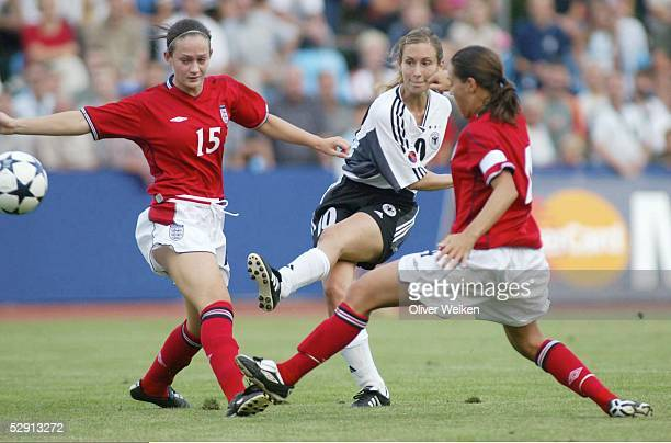 EM 2003 Torgau England Deutschland 03 Tor Shelley THOMPSON/GER lks Georgie ADAMS und rechts Fara WILLIAMS/ENG