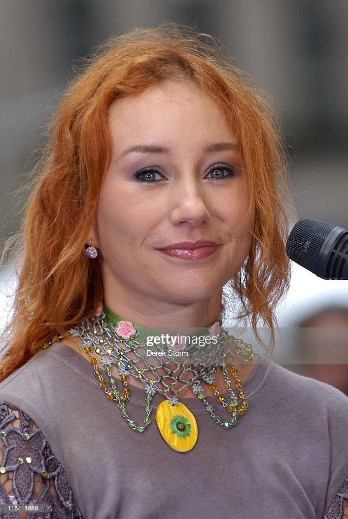 """Tori Amos Performs on the Weekend """"Today"""" Show Concert Series - August 20, 2005"""