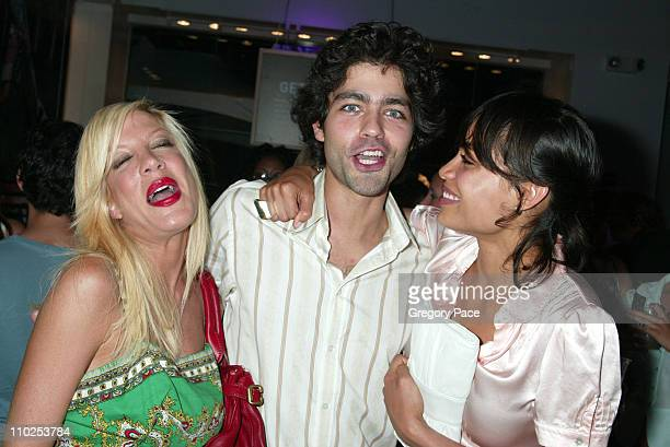 Tori Spelling Adrian Grenier and Rosario Dawson during American Eagle Announces Six Winners of National 'Live Your Life' Contest at Union Square...