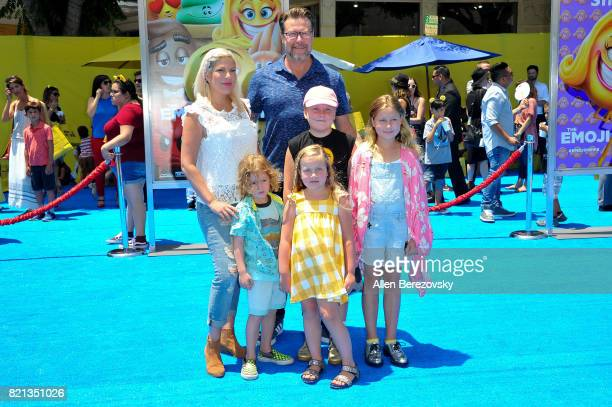 Tori Spelling Dean McDermott and children Finn McDermott Liam McDermott Stella McDermott and Hattie McDermott attend the premiere of Columbia...