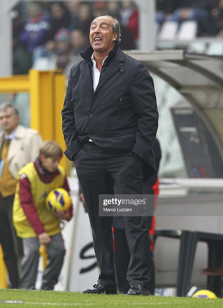 Torino FC manager Giampiero Ventura shouts to his players during the Serie A match between Torino FC and ACF Fiorentina at Stadio Olimpico di Torino on November 25, 2012 in Turin, Italy.