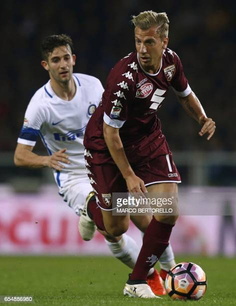 Torino's Argentinian forward Maxi Lopez vies with Inter Milan's midfielder Roberto Gagliardini during the Italian Serie A football match Torino...