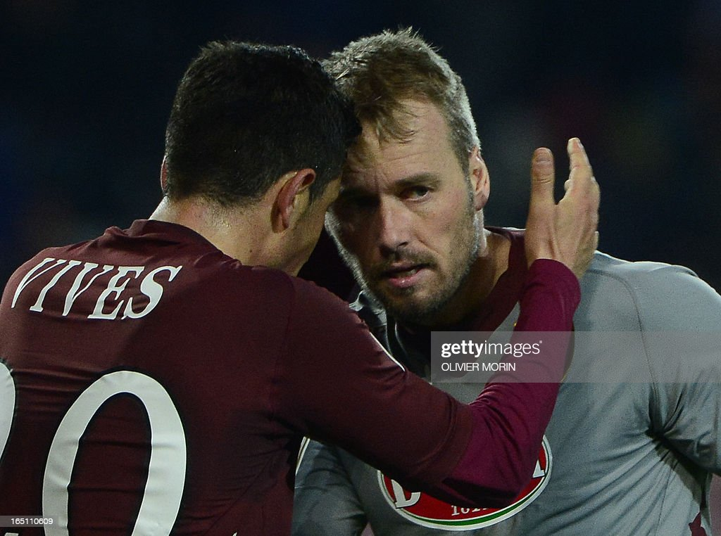 Torino's Belgium goalkeeper Jean Francois Gillet (R) is congratulated by teammates after saving a penalty shot during the serie A football match between Turin and Naples, on March 30, 2013 in Turin, at the Olympic stadium .
