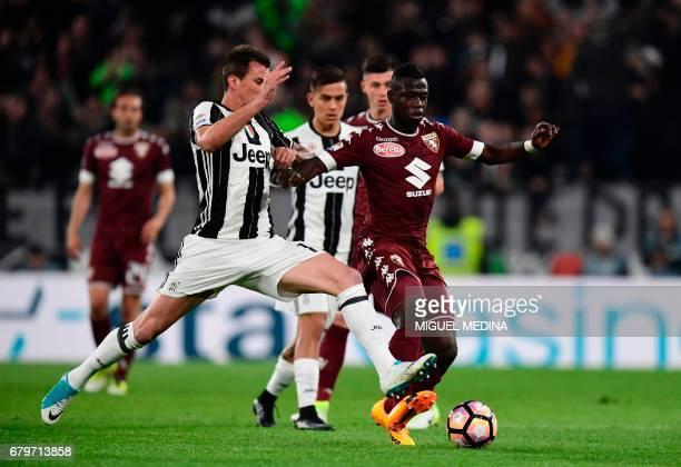 Torino's midfielder from Ghana Afriyie Acquah vies with Juventus' Croatian forward Mario Mandzukic during the Italian Serie A football match Juventus...
