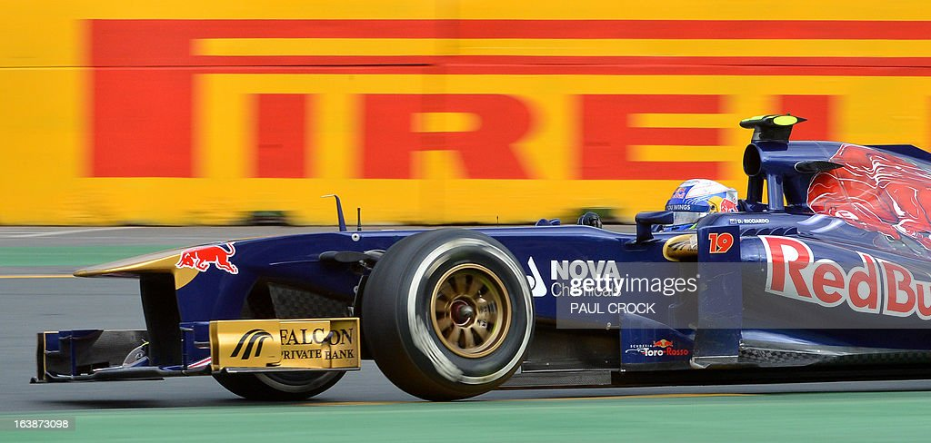 Toro Rosso driver Daniel Ricciardo of Australia powers through a corner during the Formula One Australian Grand Prix in Melbourne on March 17, 2013. IMAGE RESTRICTED TO EDITORIAL USE - STRICTLY NO COMMERCIAL USE AFP PHOTO / Paul CROCK