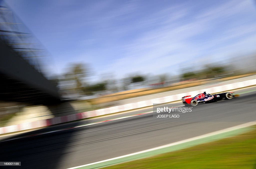 Toro Rosso's Australian driver Daniel Ricciardo drives during the Formula One test days at Catalunya's racetrack in Montmelo, near Barcelona, on March 3, 2013.