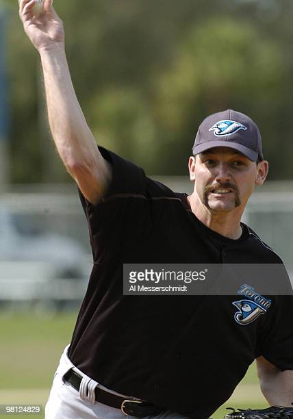 Toronto Blue Jays pitcher Pat Hentgen delivers a pitch during practice March 3 2004 in Dunedin Florida