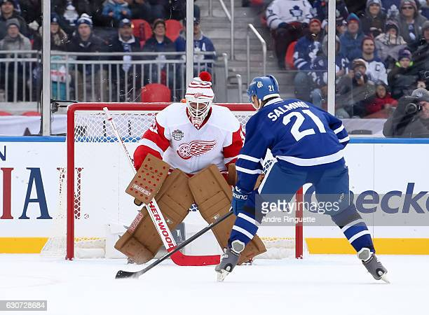Toronto Maple Leafs alumni Borje Salming stickhandles the puck in for a penalty shot on Detroit Red Wings alumni Kevin Hodson during the 2017 Rogers...