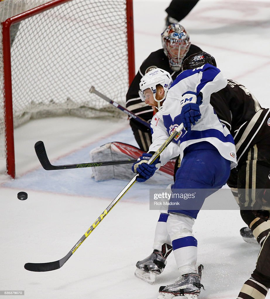 Toronto Marlies right wing Connor Brown (29) can't finish as he puts the puck on net. Toronto Marlies V Hersey Bears during 2nd period play of Game 5 of AHL playoff action at the Ricoh Coliseum. Hersey leads the series 3-1. Toronto Star/Rick Madonik
