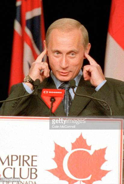 toronto mcconnell dec 19 2000 pics of vladimir putin talking at the harbour castle hotel in the metropolotan ballroom to the empire club of canada...