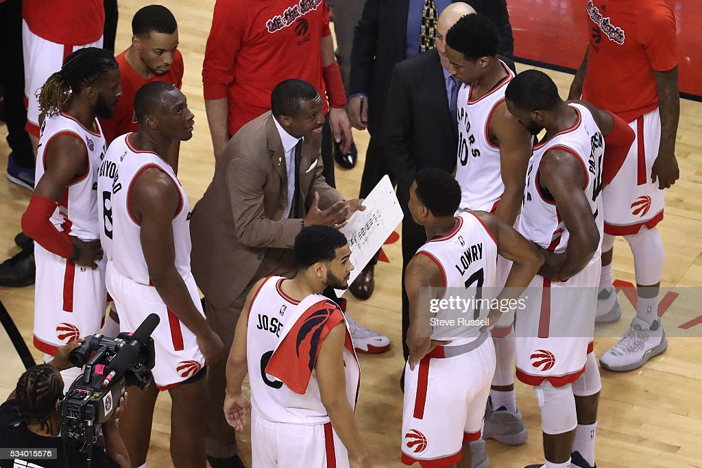 Toronto Raptors head coach Dwane Casey talks to his players during a 20 second time out as the Toronto Raptors beat the Cleveland Cavaliers in game 4 of the NBA Conference Finals in Toronto. May 23, 2016.