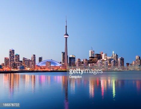 Vue de nuit de la ville de Toronto, au Canada