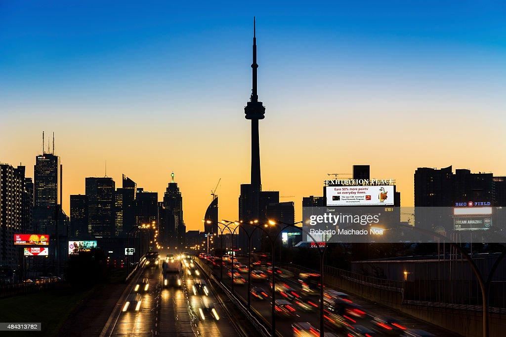 Gardiner Expressway : Toronto skyline light trails on the gardiner expressway
