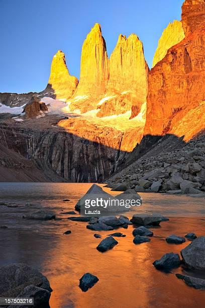 Pics de Torres del Paine au lever du soleil