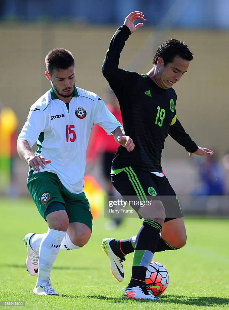 Torres Padilla of Mexico is tackled by Kristyan Malinov of Bulgaria during the Toulon Tournament match between Bulgaria and Mexico at Stade Perruc on May 24, 2016 in Hyeres, France.
