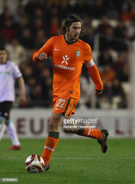 Torsten Frings of Bremen runs with the ball during the UEFA Europa League round of 16 first leg match between Valencia and SV Werder Bremen at...