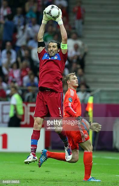 Torwart Gianluigi Buffon Torwart Manuel Neuer Sport Fußball Fussball UEFA EM Europameisterschaft Euro 2012 Halbfinale Saison 2011 DFB GER...