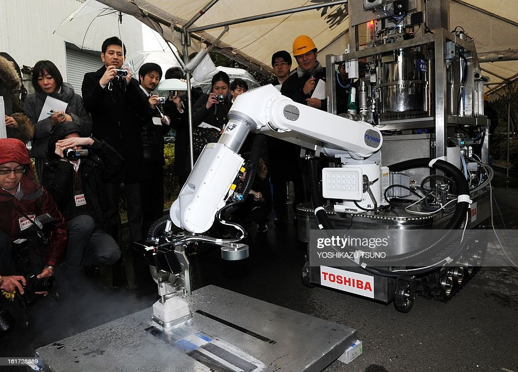 A Toshiba decontamination robot, for work inside a nuclear plant, is used during a demonstration at Toshiba's technical center in Yokohama, suburban Tokyo on February 15, 2013. The crawler robot blasts dry ice particles against contaminated floors or walls and will be used for the decontamination in TEPCO's stricken Fukushima nuclear power plant. AFP PHOTO / Yoshikazu TSUNO