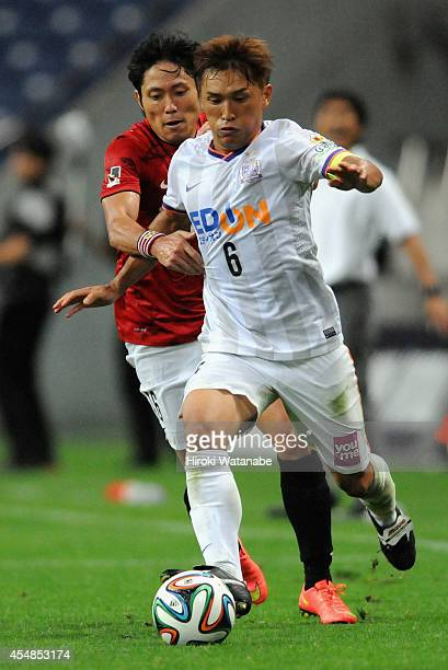 Toshihiro Aoyama of Sanfrecce Hiroshima and Ryota Moriwaki of Urawa Reds compete for the ball during the JLeague Yamazaki Nabisco Cup quarter final...