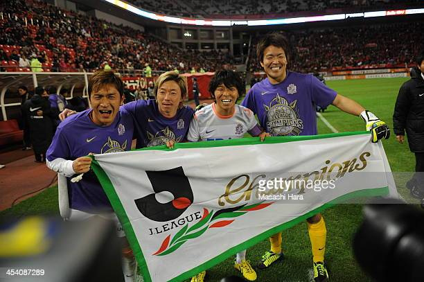 Toshihiro AoyamaNaoki IshiharaHisato SatoShusaku Nishikawa celebrate the victory after the JLeague match between Kashima Antlers and Sanfrecce...