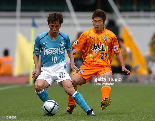 Toshiya Fujita of Jubilo Iwata and Keisuke Ota of Shimizu SPulse compete for the ball during the JLeague match between Shimizu SPulse and Jubilo...
