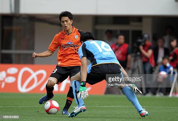 Toshiyuki Takagi of Shimizu SPulse scores his team's second goal during the JLeague match between Shimizu SPulse and Vegalta Sendai at IAI Stadium...