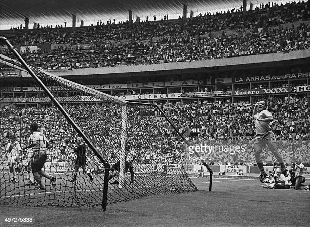 Tostao scores for Brazil during their quarter final match against Peru in the 1970 FIFA World Cup Estadio Jalisco Guadalajara 14th June 1970 The...