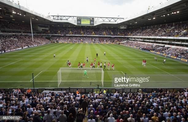 Tottenham Hotspur and Manchester United players line up as Christian Eriksen of Tottenham Hotspur crosses the ball for Harry Kane to score their...