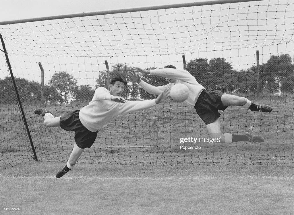 Tottenham Hotspur goalkeeper Bill Brown (1931 - 2004, left) in pre-season training with his understudy, <a gi-track='captionPersonalityLinkClicked' href=/galleries/search?phrase=Pat+Jennings&family=editorial&specificpeople=225090 ng-click='$event.stopPropagation()'>Pat Jennings</a>, 1964.