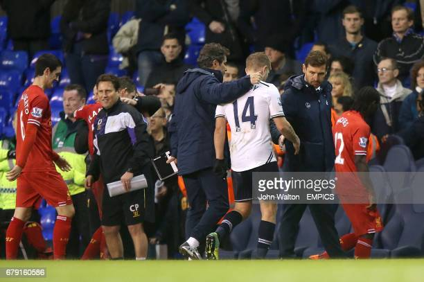 Tottenham Hotspur manager Andre VillasBoas shakes the hand of Lewis Holtby at the final whistle