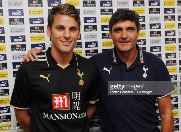 Tottenham Hotspur manager Juande Ramos with new signing David Bentley during a press conference at Spurs Lodge Chigwell