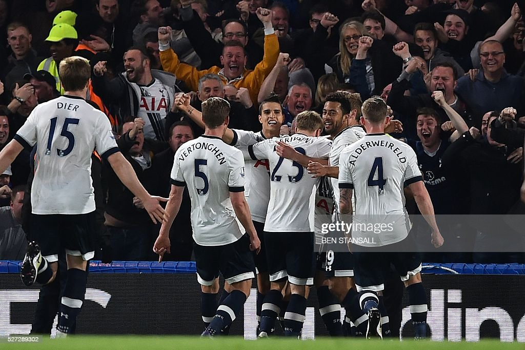 Tottenham Hotspur players celebrate their second goal during the English Premier League football match between Chelsea and Tottenham Hotspur at Stamford Bridge in London on May 2, 2016. / AFP / BEN STANSALL / RESTRICTED TO EDITORIAL USE. No use with unauthorized audio, video, data, fixture lists, club/league logos or 'live' services. Online in-match use limited to 75 images, no video emulation. No use in betting, games or single club/league/player publications. /