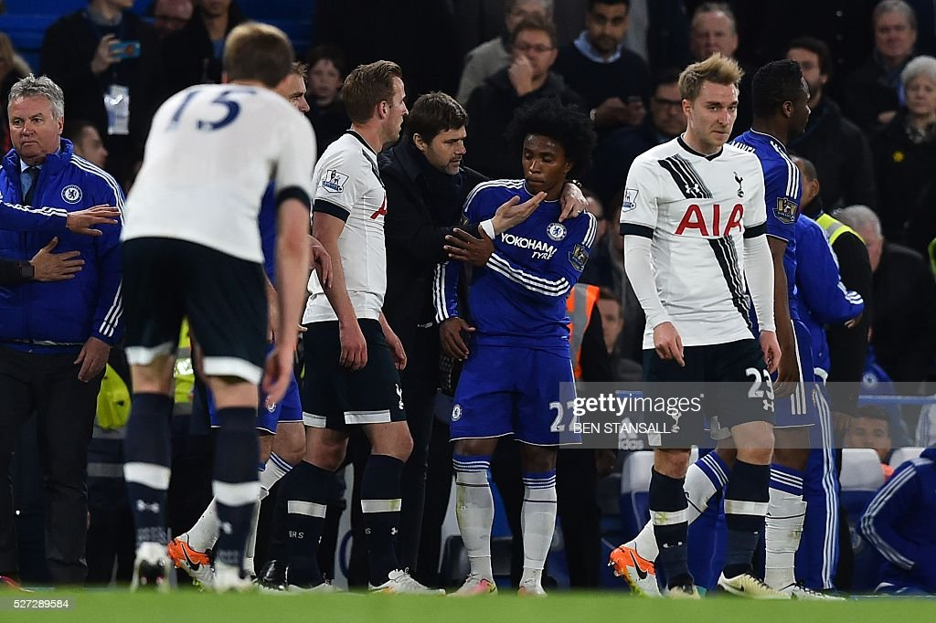 Tottenham Hotspur's Argentinian head coach Mauricio Pochettino (CL) talks with Chelsea's Brazilian midfielder Willian (CR) after Pochettino ran onto the pitch to seperate Willian and Tottenham Hotspur's English defender Danny Rose during the English Premier League football match between Chelsea and Tottenham Hotspur at Stamford Bridge in London on May 2, 2016. / AFP / BEN STANSALL / RESTRICTED TO EDITORIAL USE. No use with unauthorized audio, video, data, fixture lists, club/league logos or 'live' services. Online in-match use limited to 75 images, no video emulation. No use in betting, games or single club/league/player publications. /
