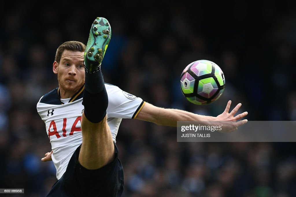 TOPSHOT - Tottenham Hotspur's Belgian defender Jan Vertonghen controls the ball during the English Premier League football match between Tottenham Hotspur and Southampton at White Hart Lane in London, on March 19, 2017. / AFP PHOTO / Justin TALLIS / RESTRICTED TO EDITORIAL USE. No use with unauthorized audio, video, data, fixture lists, club/league logos or 'live' services. Online in-match use limited to 75 images, no video emulation. No use in betting, games or single club/league/player publications. /
