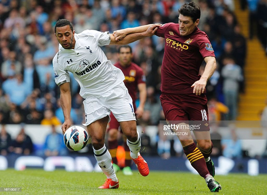 Tottenham Hotspur's Belgium midfielder Moussa Dembele (L) vies with Manchester City's English midfielder Gareth Barry (R) during the English Premier League football match between Tottenham Hotspur and Manchester City at White Hart Lane in north London on April 21, 2013. AFP PHOTO / IAN KINGTON USE. No use with unauthorized audio, video, data, fixture lists, club/league logos or live services. Online in-match use limited to 45 images, no video emulation. No use in betting, games or single club/league/player publications / AFP / IAN