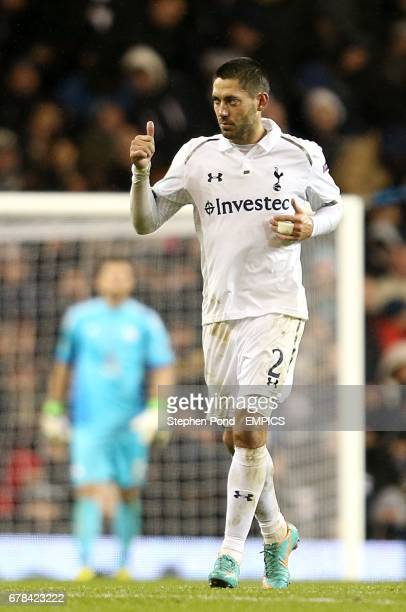 Tottenham Hotspur's Clint Dempsey celebrates after his head rebounds off Panathinaikos goalkeeper Orestis Karnezis and goes in to give Spurs a 21 lead