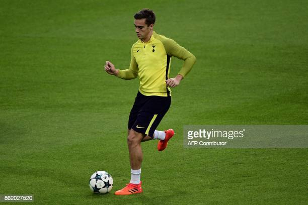 Tottenham Hotspur's English midfielder Harry Winks controls a ball during a training session in Madrid on October 16 2017 on the eve of the UEFA...