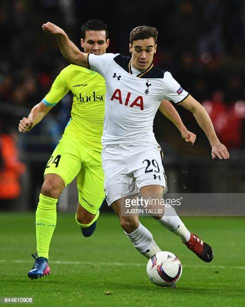 Tottenham Hotspur's English midfielder Harry Winks runs with the ball persued by Gent's French striker Jérémy Perbet during the UEFA Europa League...