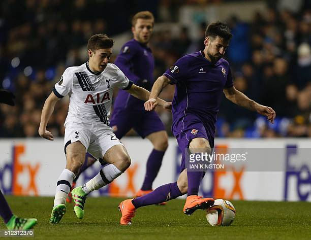 Tottenham Hotspur's English midfielder Harry Winks vies with Fiorentina's Serbian defender Nenad Tomovic during the UEFA Europa League round of 32...