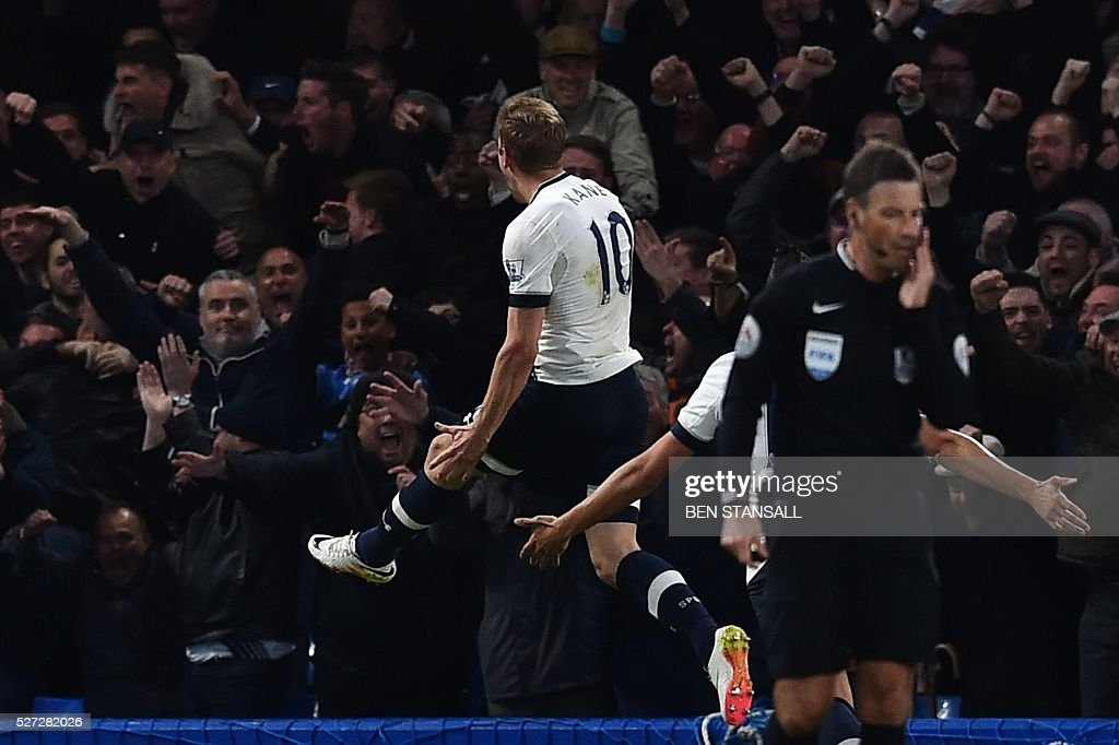Tottenham Hotspur's English striker Harry Kane (L) celebrates in front of the away fans after scoring the opening goal during the English Premier League football match between Chelsea and Tottenham Hotspur at Stamford Bridge in London on May 2, 2016. / AFP / BEN STANSALL / RESTRICTED TO EDITORIAL USE. No use with unauthorized audio, video, data, fixture lists, club/league logos or 'live' services. Online in-match use limited to 75 images, no video emulation. No use in betting, games or single club/league/player publications. /
