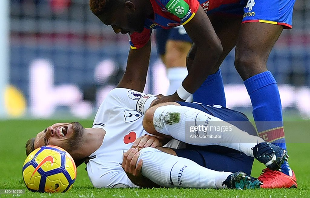 Tottenham Hotspur's English striker Harry Kane (L) reacts after clashing with Crystal Palace's Dutch defender Timothy Fosu-Mensah during the English Premier League football match between Tottenham Hotspur and Crystal Palace at Wembley Stadium in London, on November 5, 2017. / AFP PHOTO / Ben STANSALL / RESTRICTED TO EDITORIAL USE. No use with unauthorized audio, video, data, fixture lists, club/league logos or 'live' services. Online in-match use limited to 75 images, no video emulation. No use in betting, games or single club/league/player publications. /