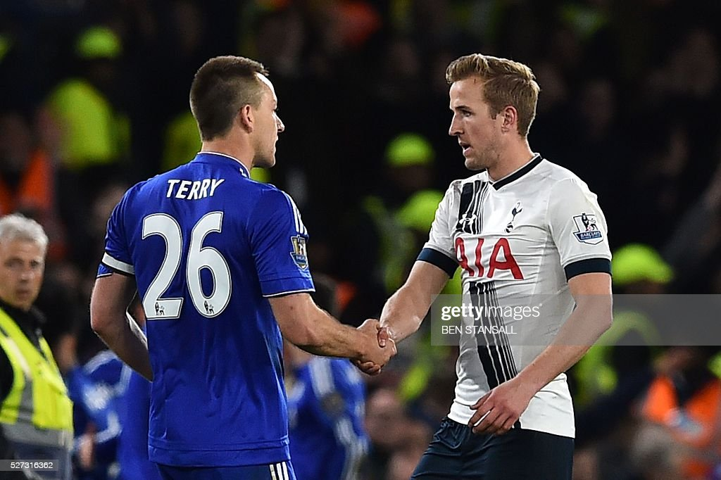 Tottenham Hotspur's English striker Harry Kane (R) shakes hands with Chelsea's English defender John Terry (L) after the final whistle during the English Premier League football match between Chelsea and Tottenham Hotspur at Stamford Bridge in London on May 2, 2016. / AFP / BEN STANSALL / RESTRICTED TO EDITORIAL USE. No use with unauthorized audio, video, data, fixture lists, club/league logos or 'live' services. Online in-match use limited to 75 images, no video emulation. No use in betting, games or single club/league/player publications. /