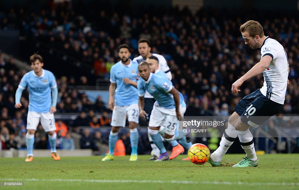 Tottenham Hotspur's English striker Harry Kane (R) shoots from the penalty spot to score his team's first goal during the English Premier League football match between Manchester City and Tottenham Hotspur at the Etihad Stadium in Manchester, north west England, on February 14, 2016. / AFP / OLI SCARFF / RESTRICTED TO EDITORIAL USE. No use with unauthorized audio, video, data, fixture lists, club/league logos or 'live' services. Online in-match use limited to 75 images, no video emulation. No use in betting, games or single club/league/player publications. /