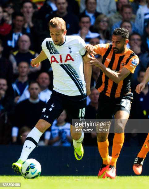 Tottenham Hotspur's Harry Kane and Hull City's Ahmed Elmohamady battle for the ball